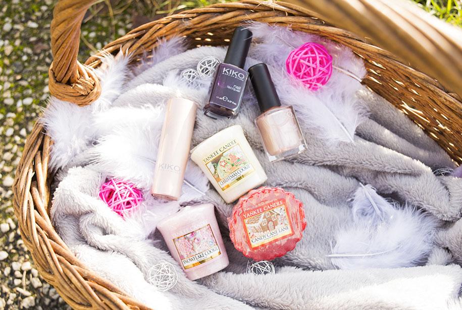 Zoom sur le panier contenant les cadeaux pour le concours de Noël
