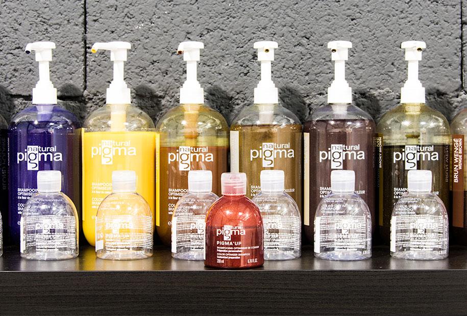 Zoom sur les shampoings PIGMA'UP de Natural Pigma. Ainsi que mon shampoing repigmentant de cette même marque aux teintes rouge et cuivrées