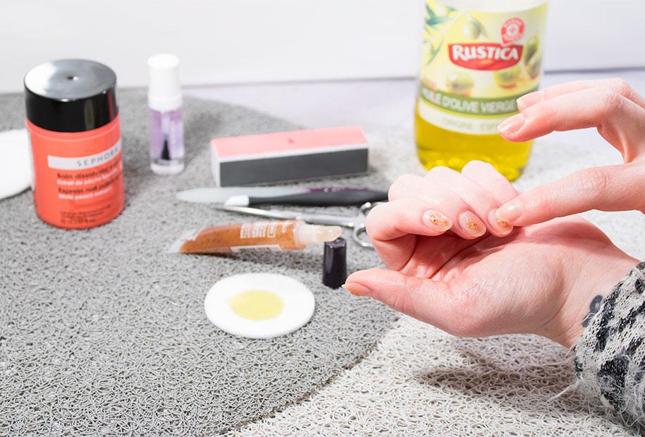 Zoom sur l'hydratation de mes ongles avec mon gommage Yves Rocher et de l'huile d'olive