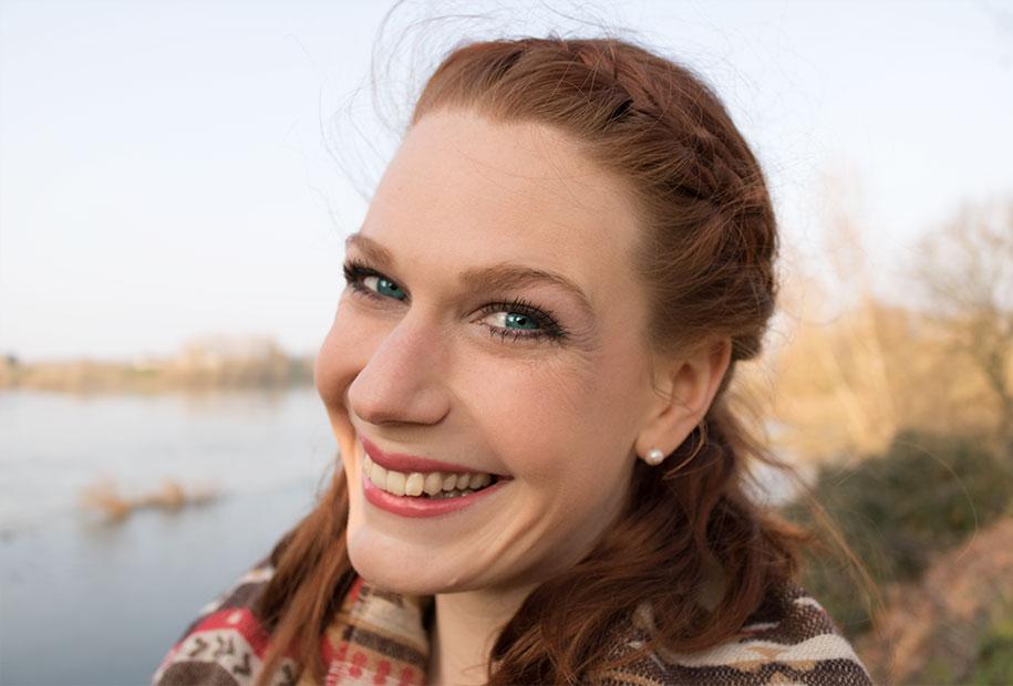 Photo du maquillage essence terminé, toujours avec le sourire
