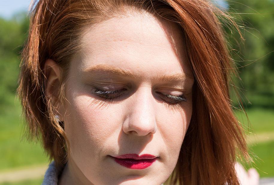 Zoom sur le makeup réalisé avec le mascara et le ral Younique