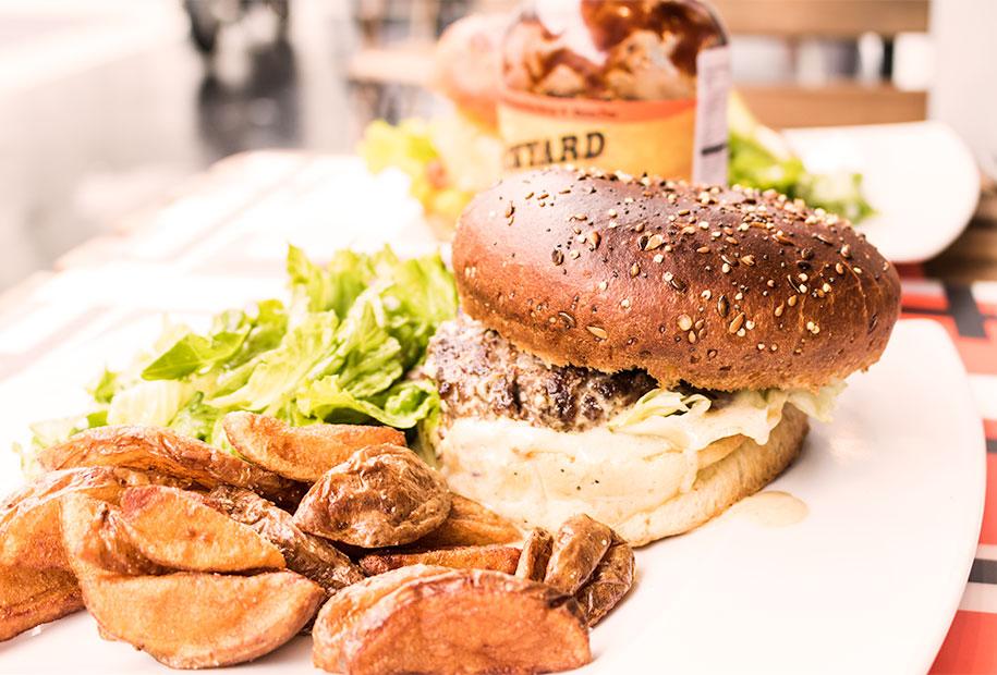 Le Blue Barbeq est une spécialité de la carte printanière du Frenchy's Burger