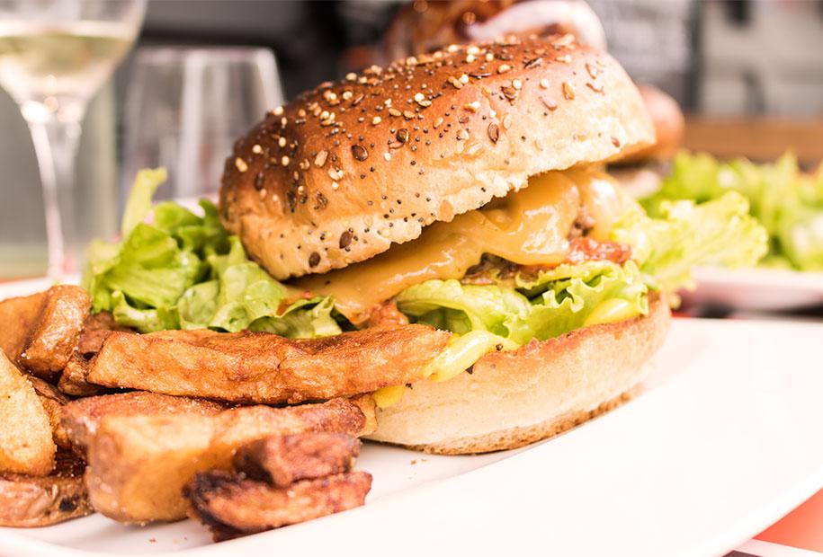 Le Karach (il arrache!) est une spécialité de la carte printanière du Frenchy's Burger