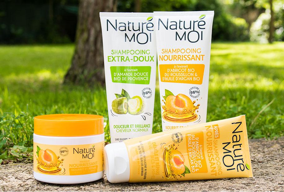 Zoom sur la gamme capillaire nourrissante Naturé Moi, accompagnée du shampooing de la gamme Extra Doux