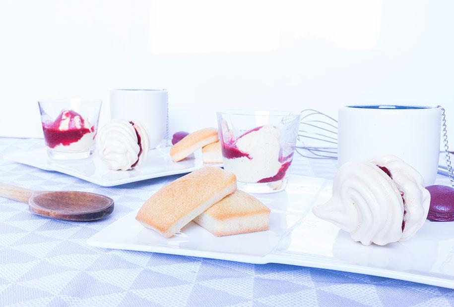 Photo du café/thé gourmand meringues, framboises et financiers