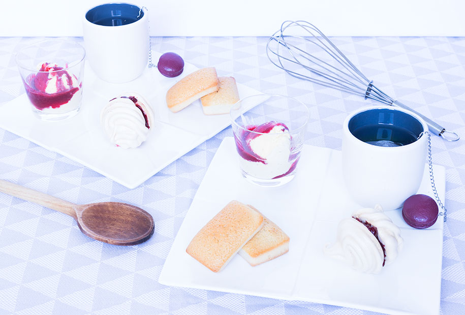 Photo du café/thé gourmand meringues, framboises et financiers