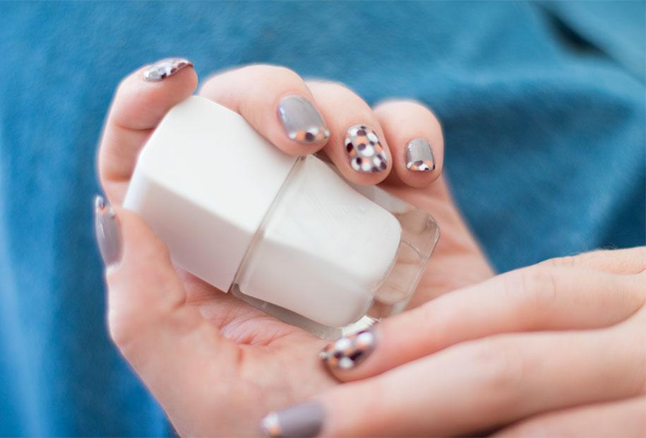 Zoom sur le vernis blanc Formula X de Sephora pour un nailart automnal