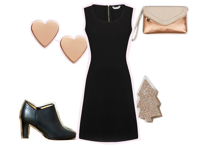 Robe noire, bottines à talons et accessoires dorés pour le deuxième look de fêtes