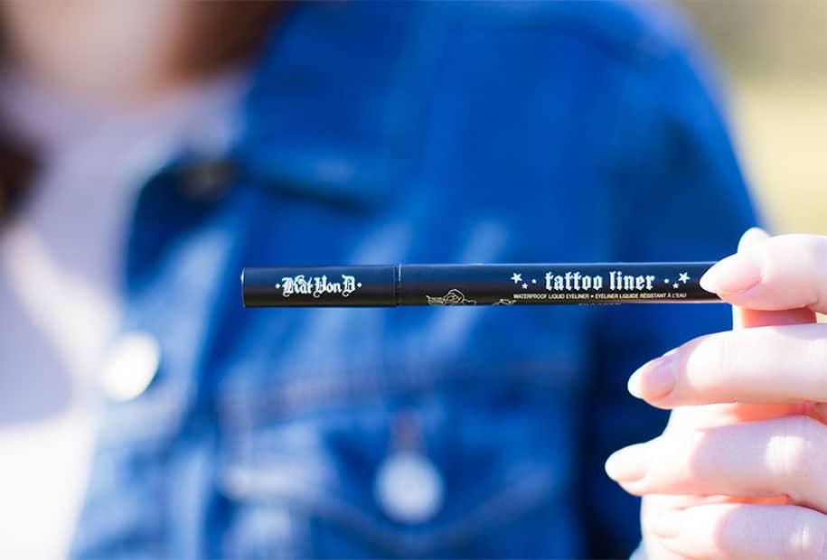 Zoom sur le packaging du Tatoo Liner, l'eyeliner de Kat Von D