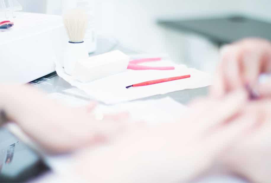 Zoom sur les outils utiles à la préparation des ongles pour le semi-permanent