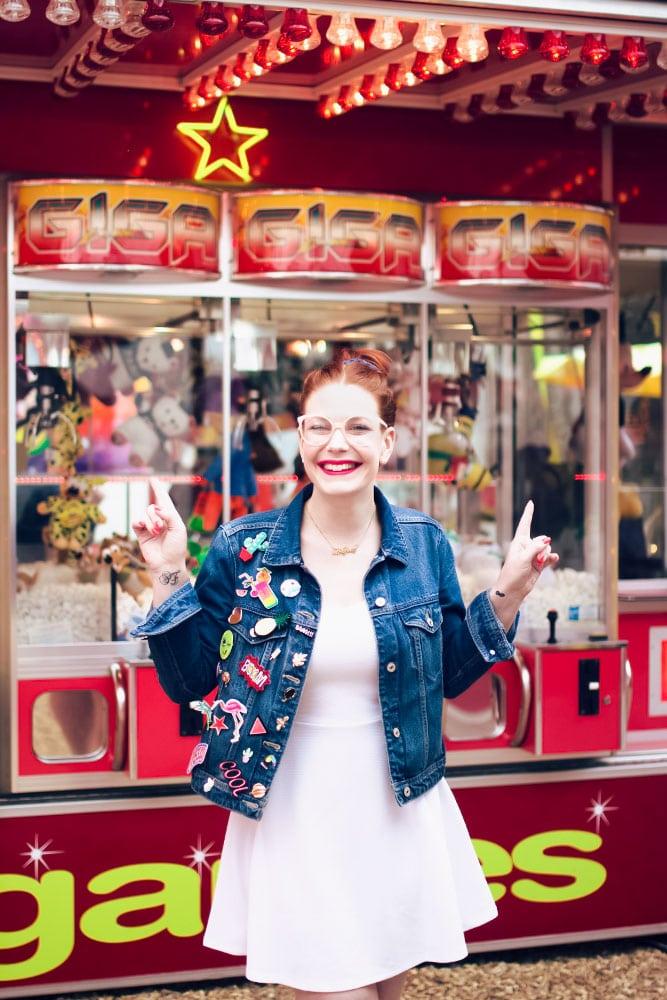 Look à la fête foraine de Tours devant les machines à grappins