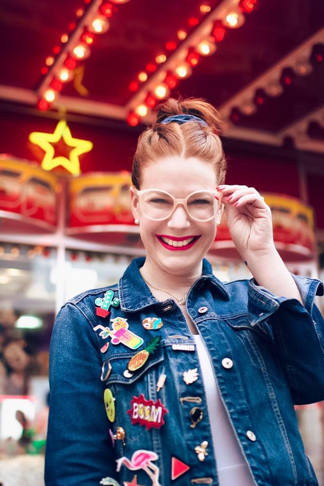Zoom sur les lunettes rose poudré H&M