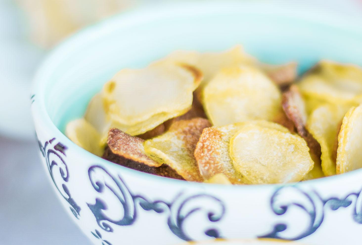 Zoom sur les chips au four maison pour une recette d'apéro d'été