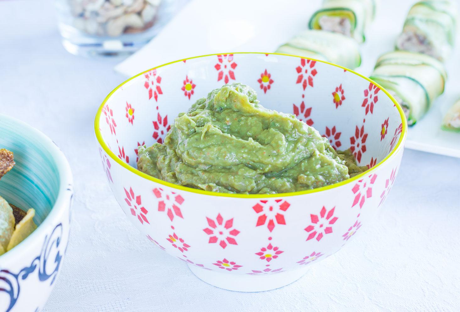 Zoom sur le guacamole d'avocats et épices mexicaines pour les recettes de l'été