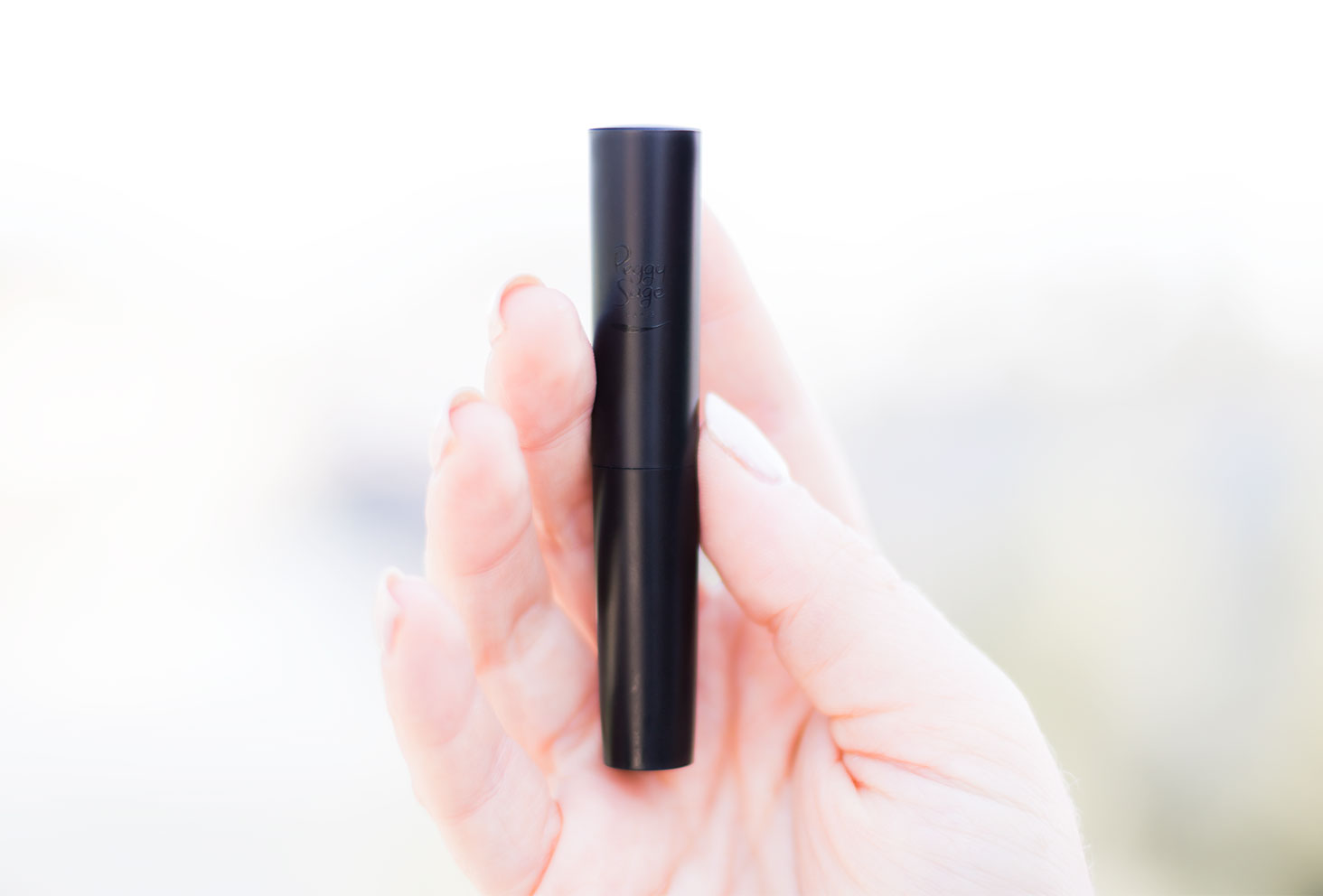 Zoom sur le packaging du rouge à lèvres mate nude de Peggy Sage