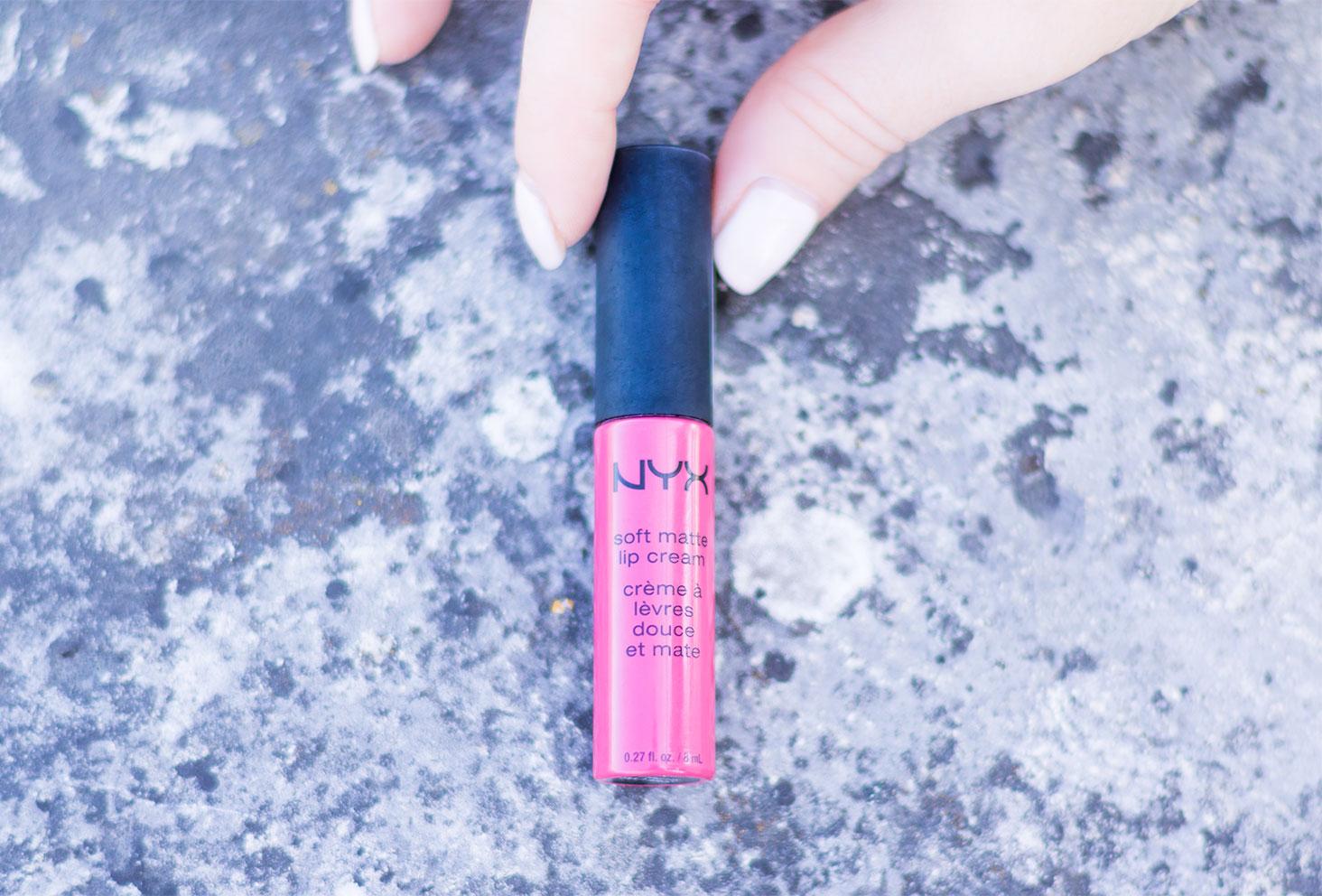 Zoom sur le packaging du rouge à lèvres mate vieux rose de NYX