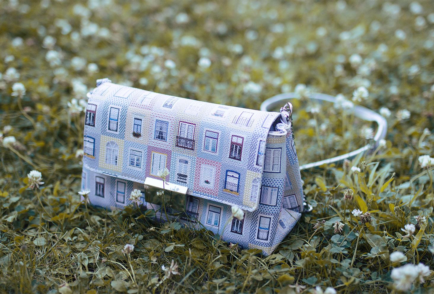 """Zoom sur le sac pastel """"maison"""" de chez Parfois"""