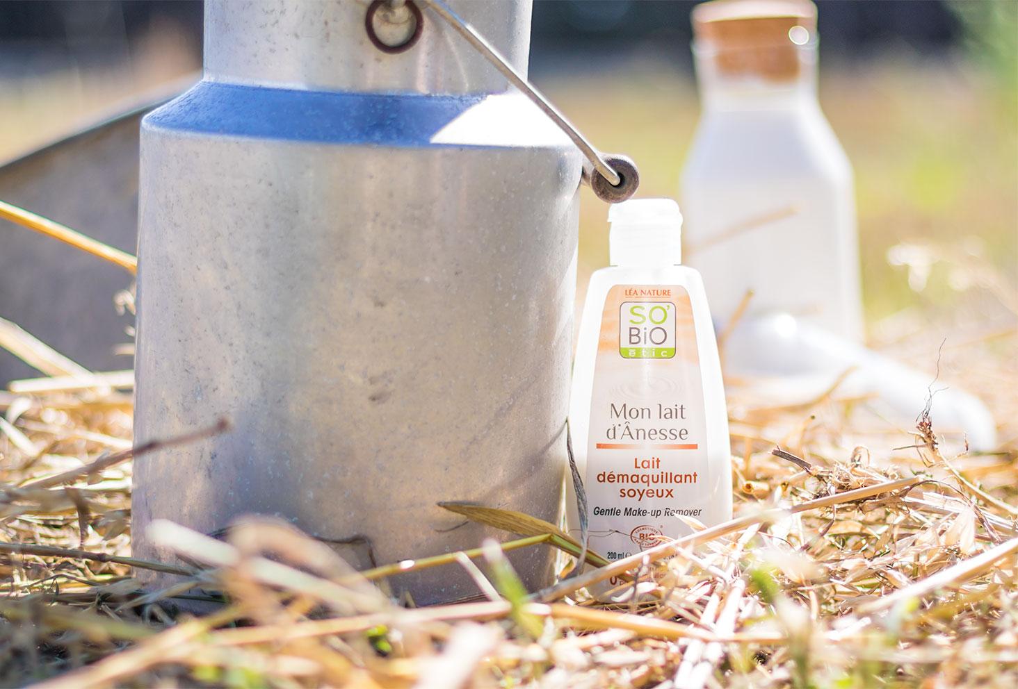 Présentation du démaquillant au lait d'ânesse de la gamme Mon lait d'Ânesse de la marque SO'BiO étic