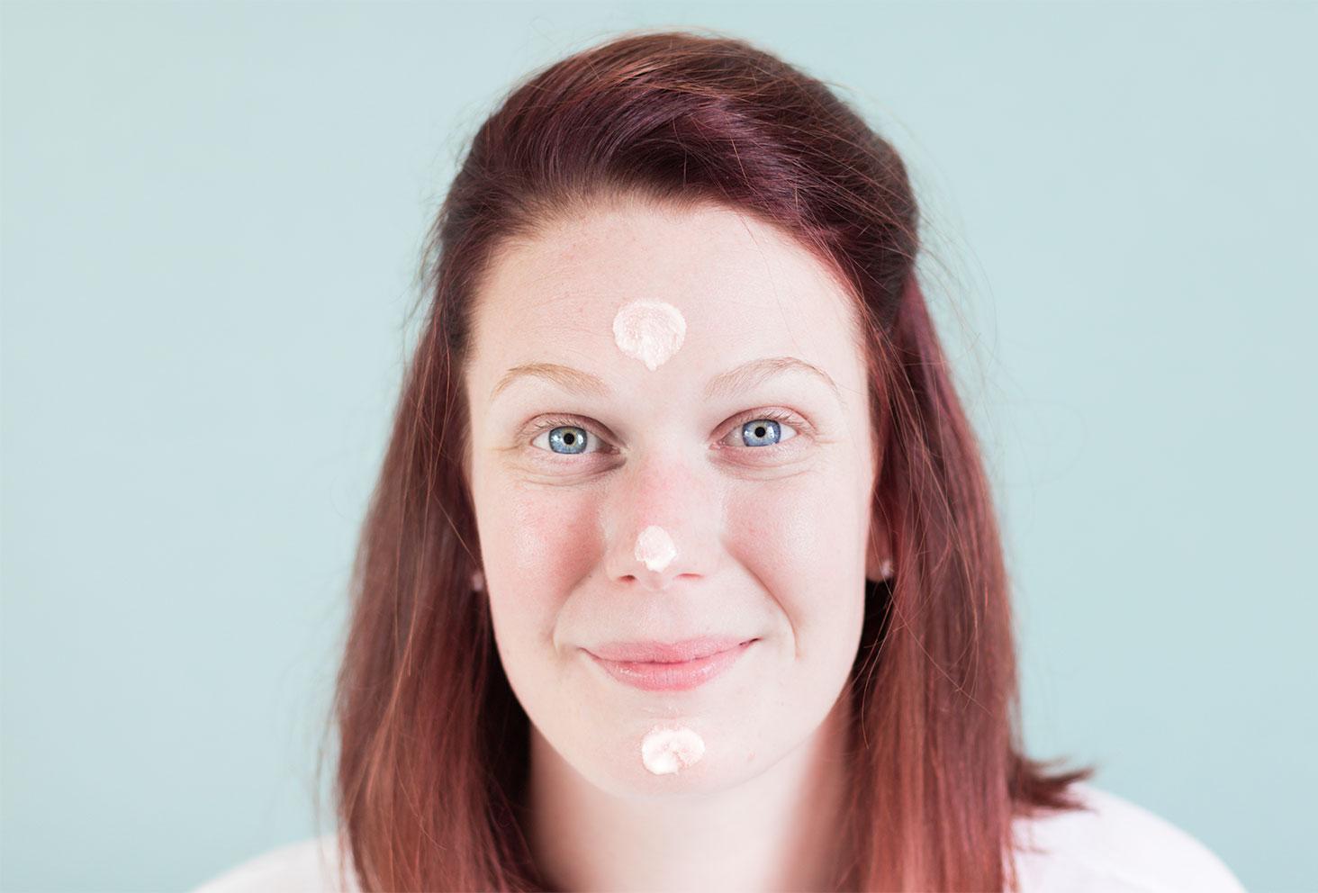 Zoom texture et application de la crème jeunesse par Rexaline