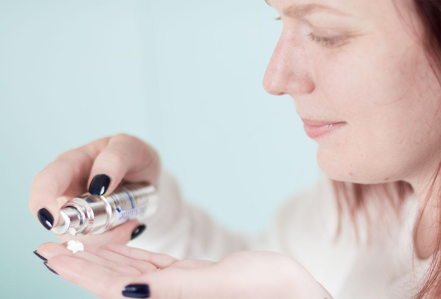 Utilisation de la pompe du soin contour des yeux par Rexaline