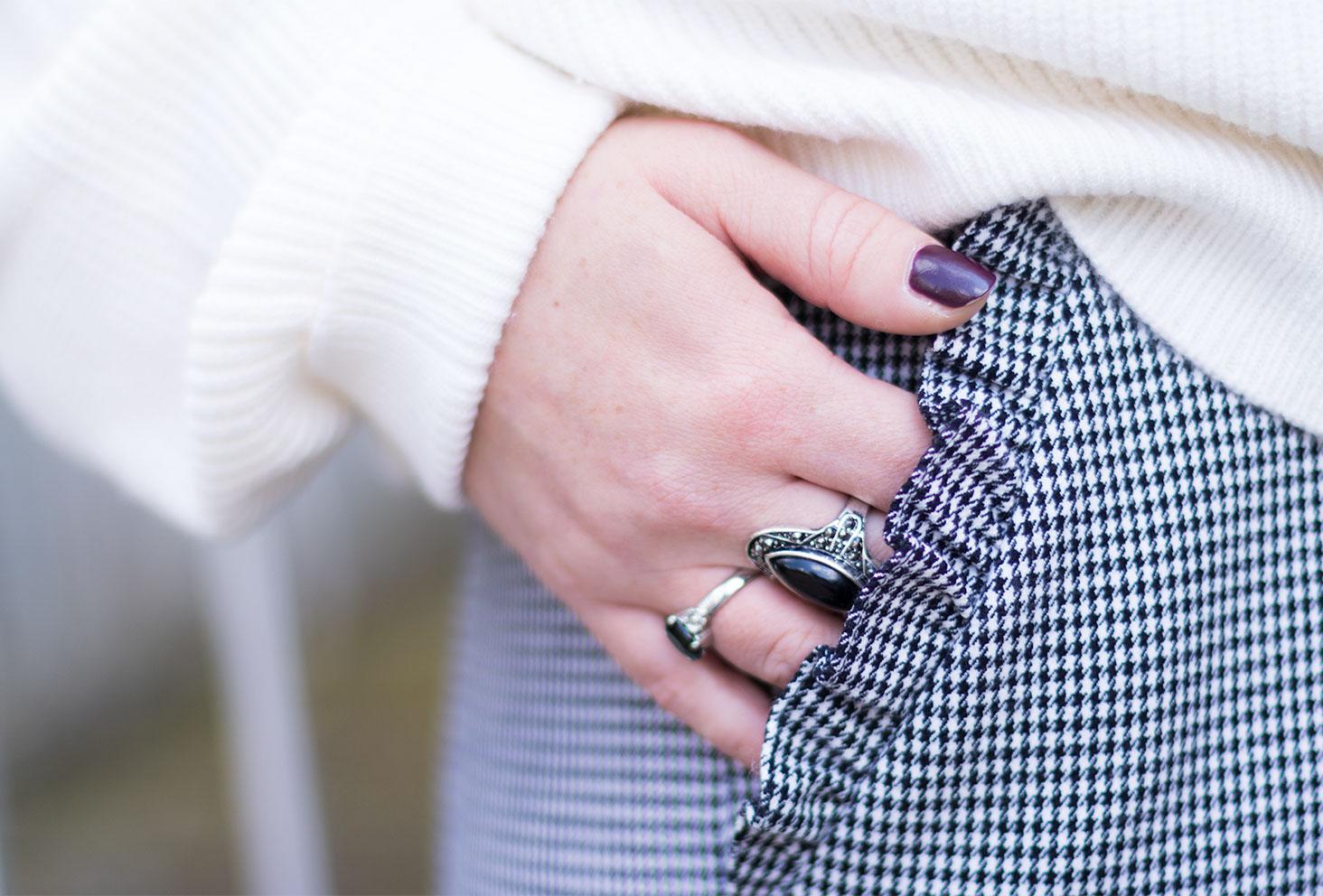 Zoom sur les poches du pantalon pied-de-poule Zara