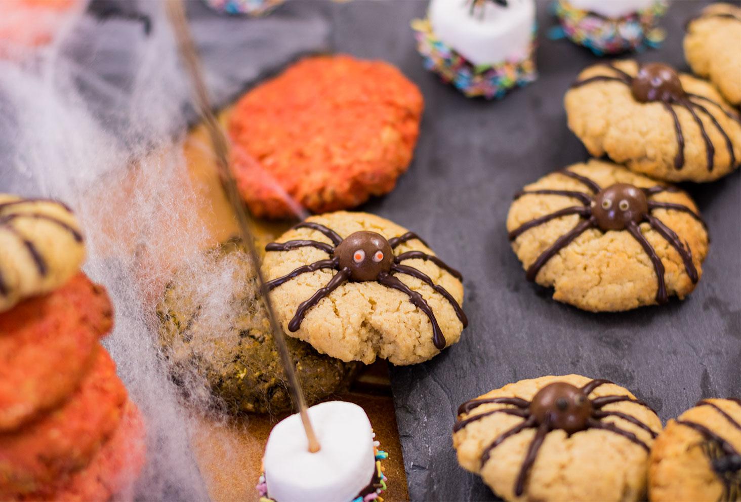 Zoom sur un cookie araignée aux yeux rouges