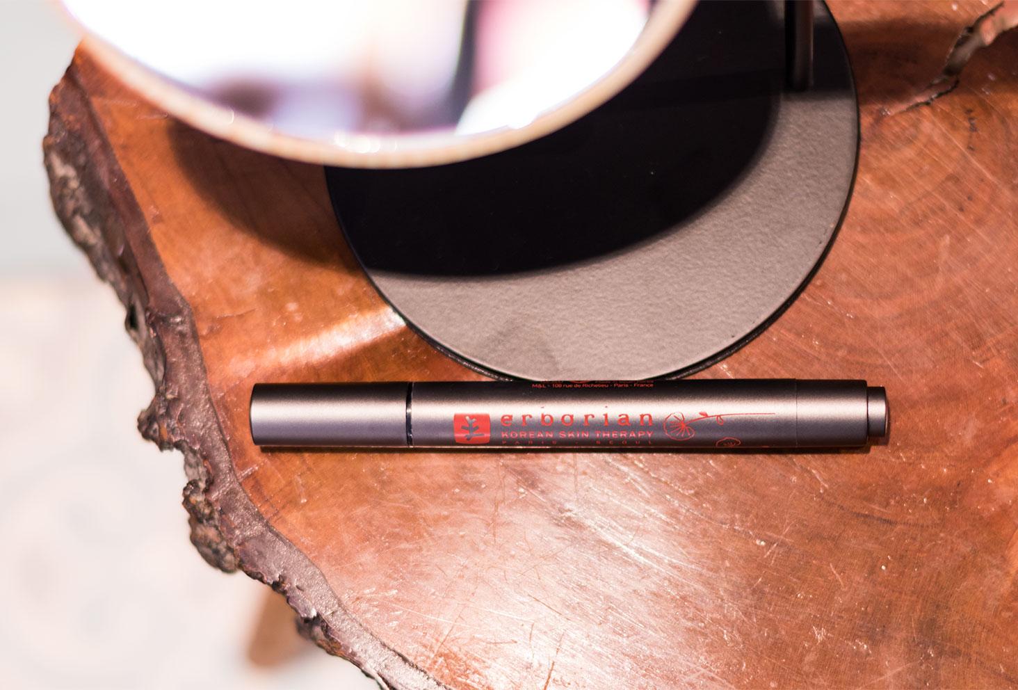 Zoom sur le contenant du Touch Pen par Erborian