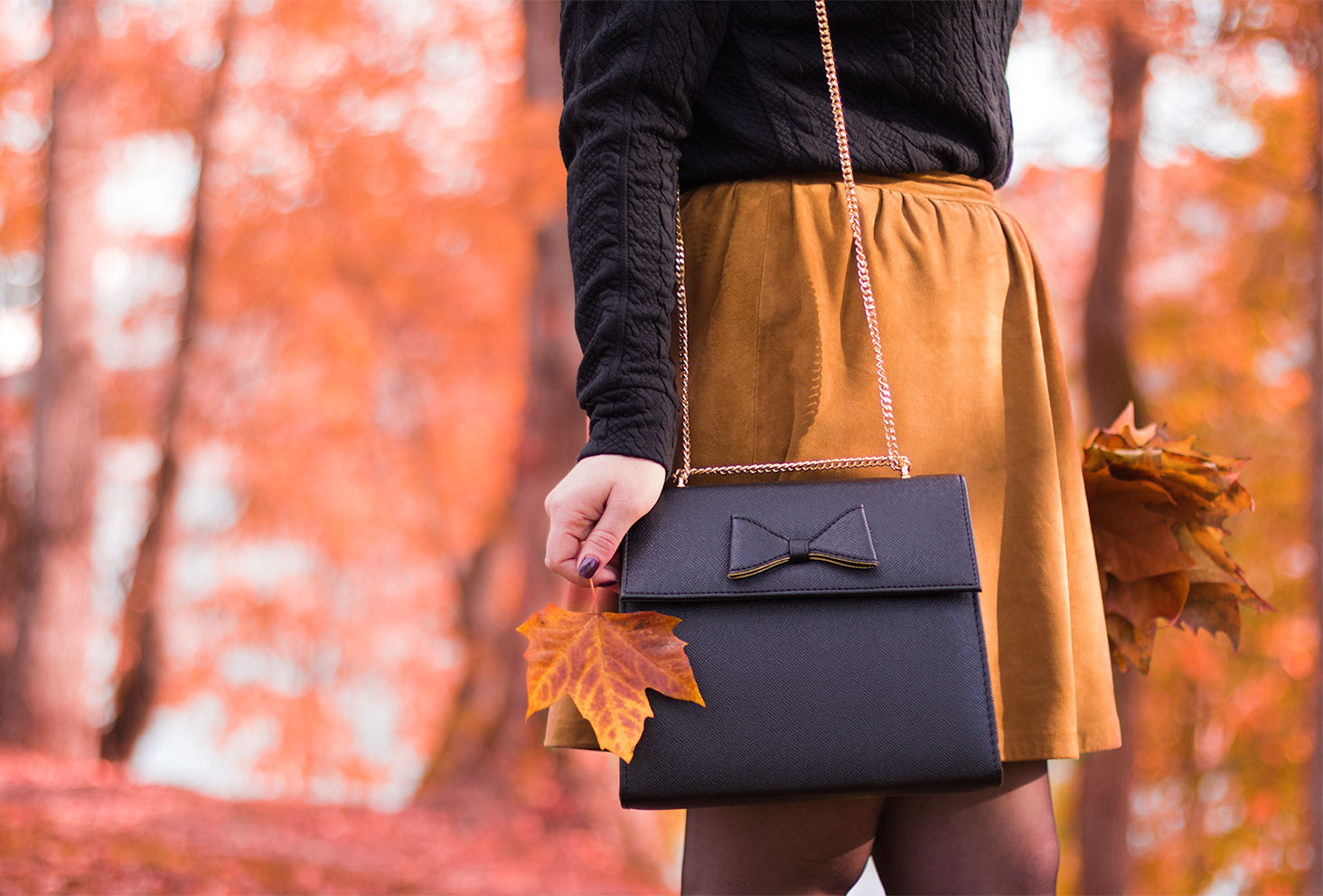 Le sac noir à nœud Compana Fantastica pour le look d'automne Modz