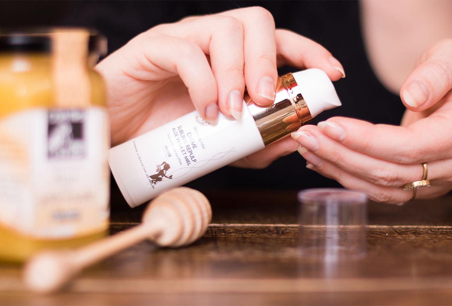 Utilisation de la crème Sublime Repulp de la marque Secrets de Miel