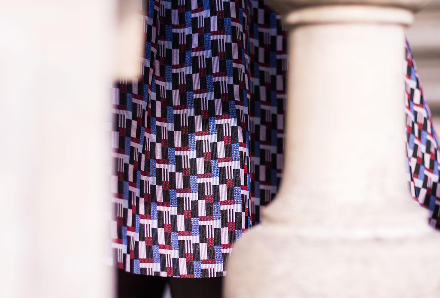 Zoom sur les motifs de la robe personnalisée Nejide
