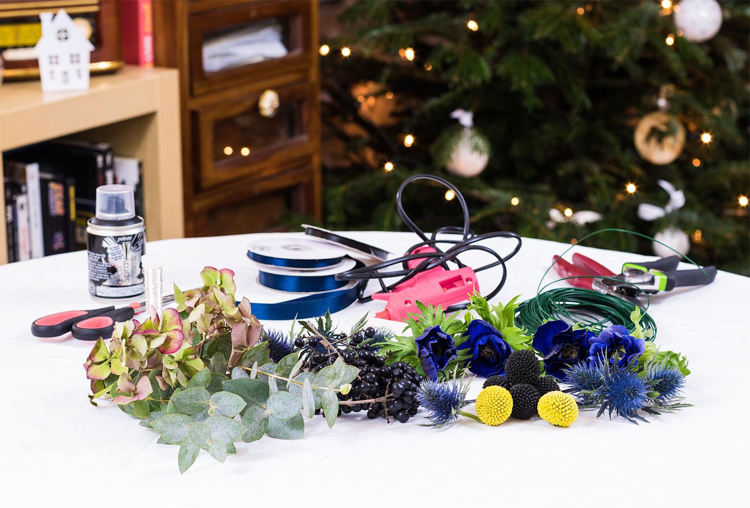 Ensemble des outils nécessaires à la réalisation de la couronne de Fleurs Les Herbes Folles