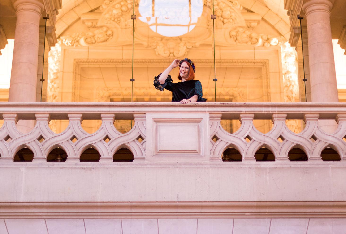 Look de fête du haut du balcon de la mairie de Tours