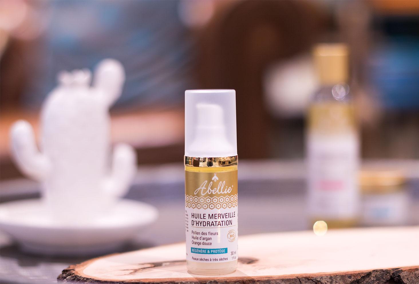 Zoom sur le packaging de l'huile Merveille d'hydratation de la marque naturelle et bio Abellie