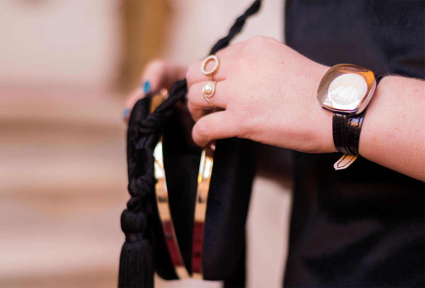 Zoom sur le bracelet connecté Goji en noir