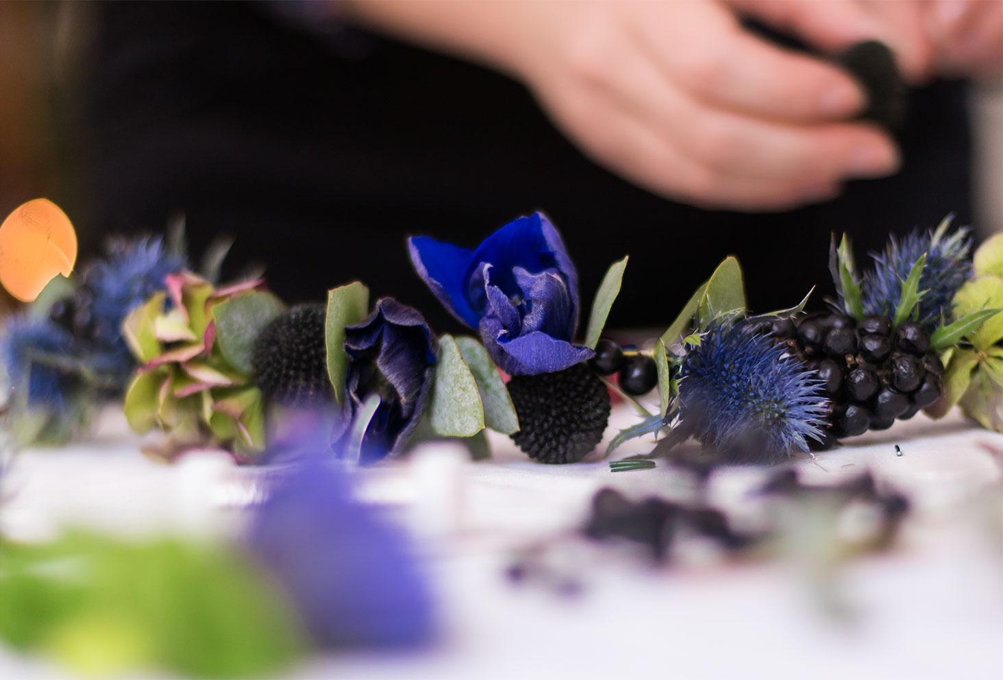 Zoom sur les fleurs de la couronne de fleurs