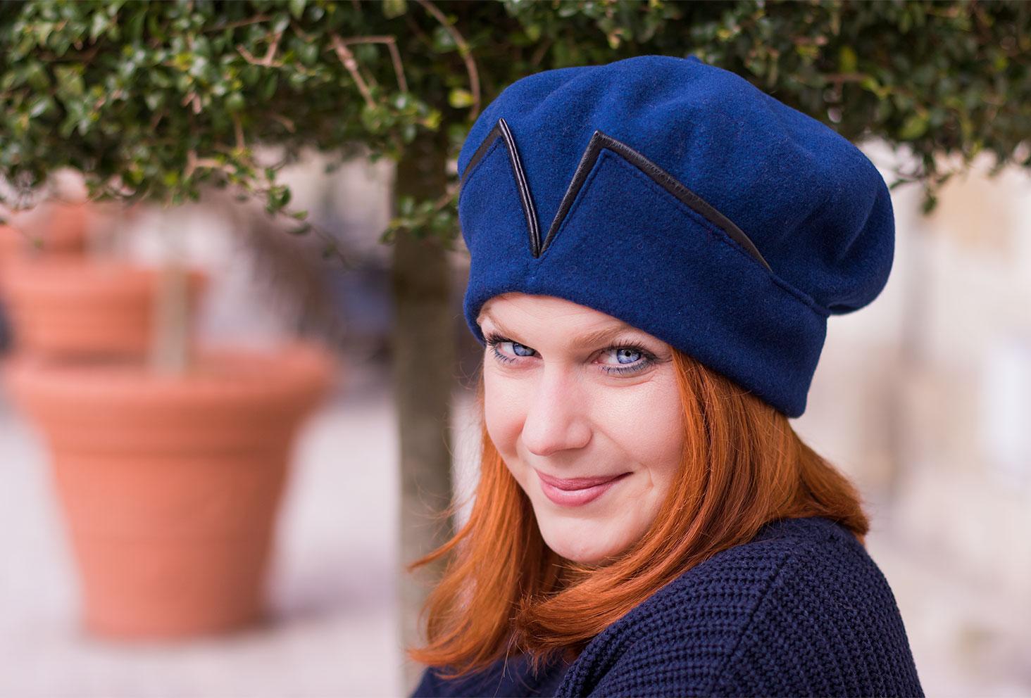 Portrait avec zoom sur le béret bleu Falbalas Saint Junien