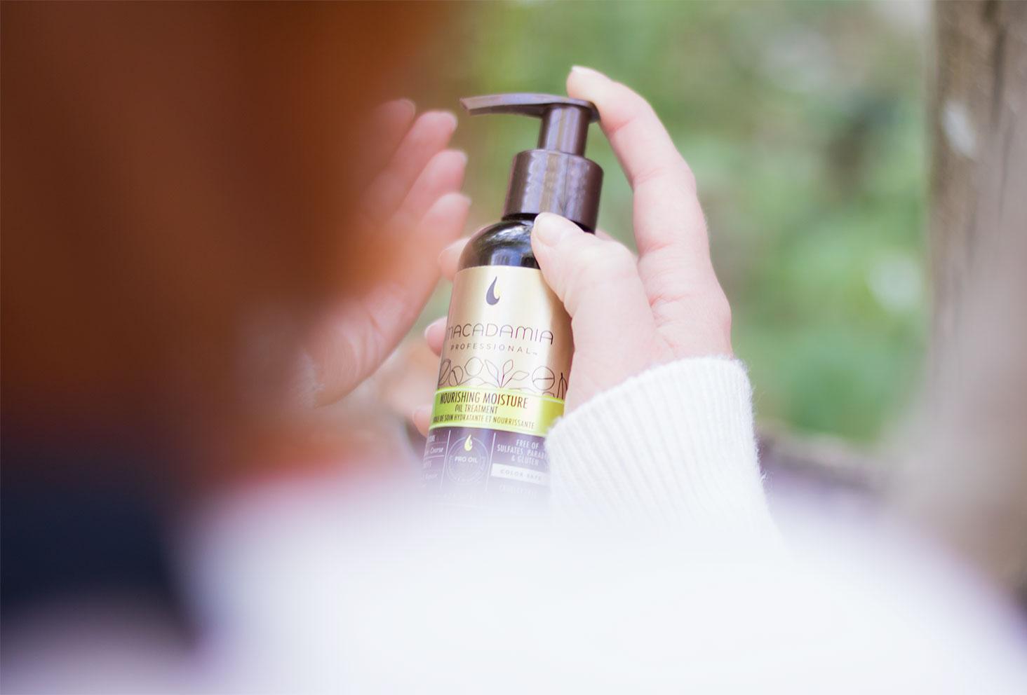 Zoom sur l'étiquette de l'huile pour cheveux Macadamia Professional