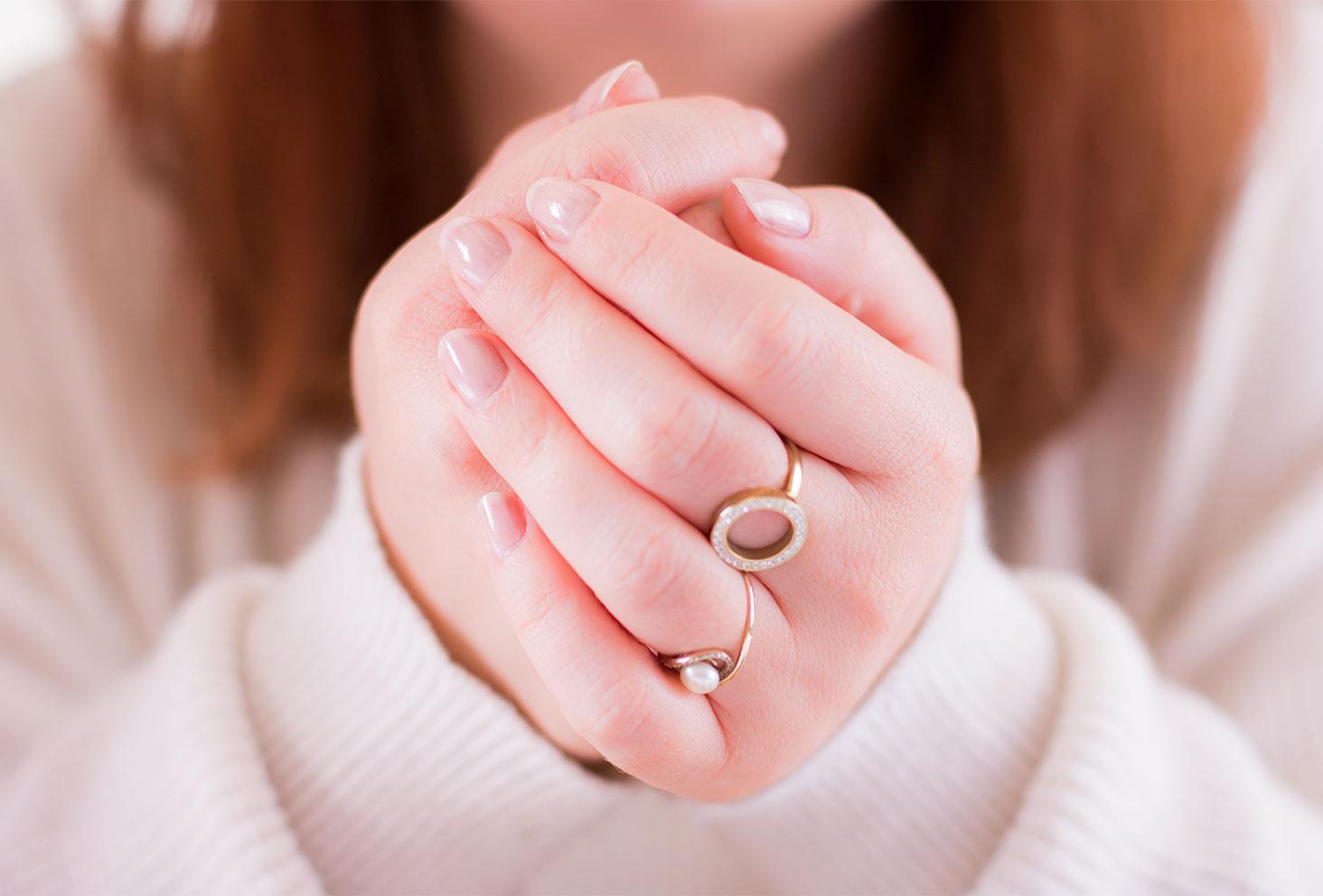 Résultat du vernis rose pâle SO'BiO étic sur les ongles une fois sec