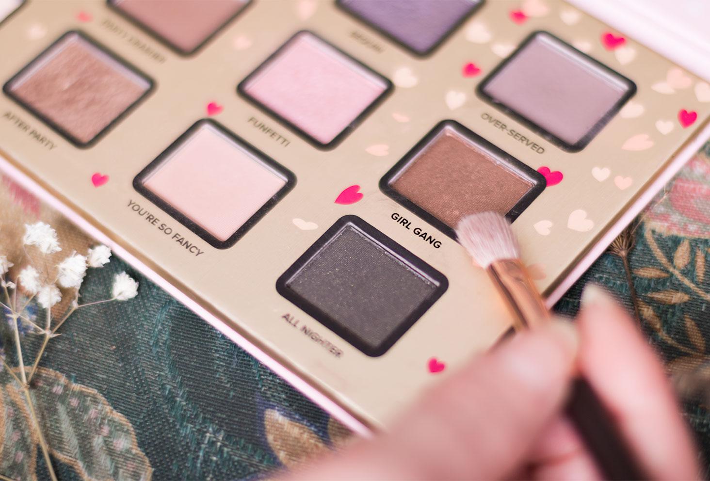 Zoom sur le fard 4, cuivré, à utiliser pour le make-up avec la palette Funfetti de Too Faced