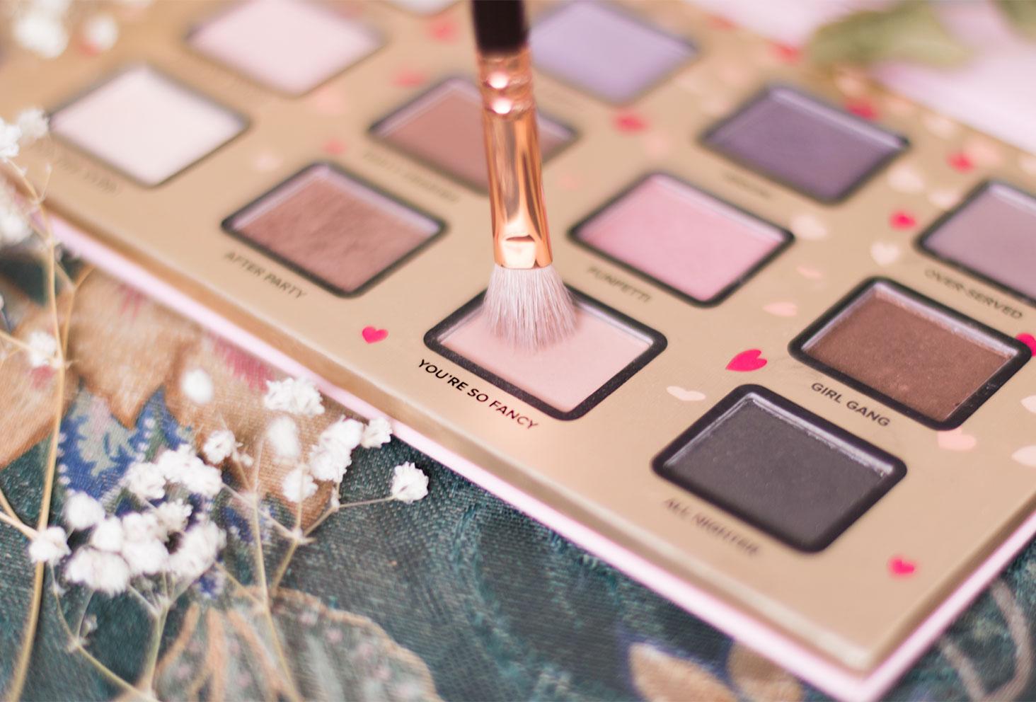 Zoom sur le fard 5, beige orangé, à utiliser pour le make-up avec la palette Funfetti de Too Faced