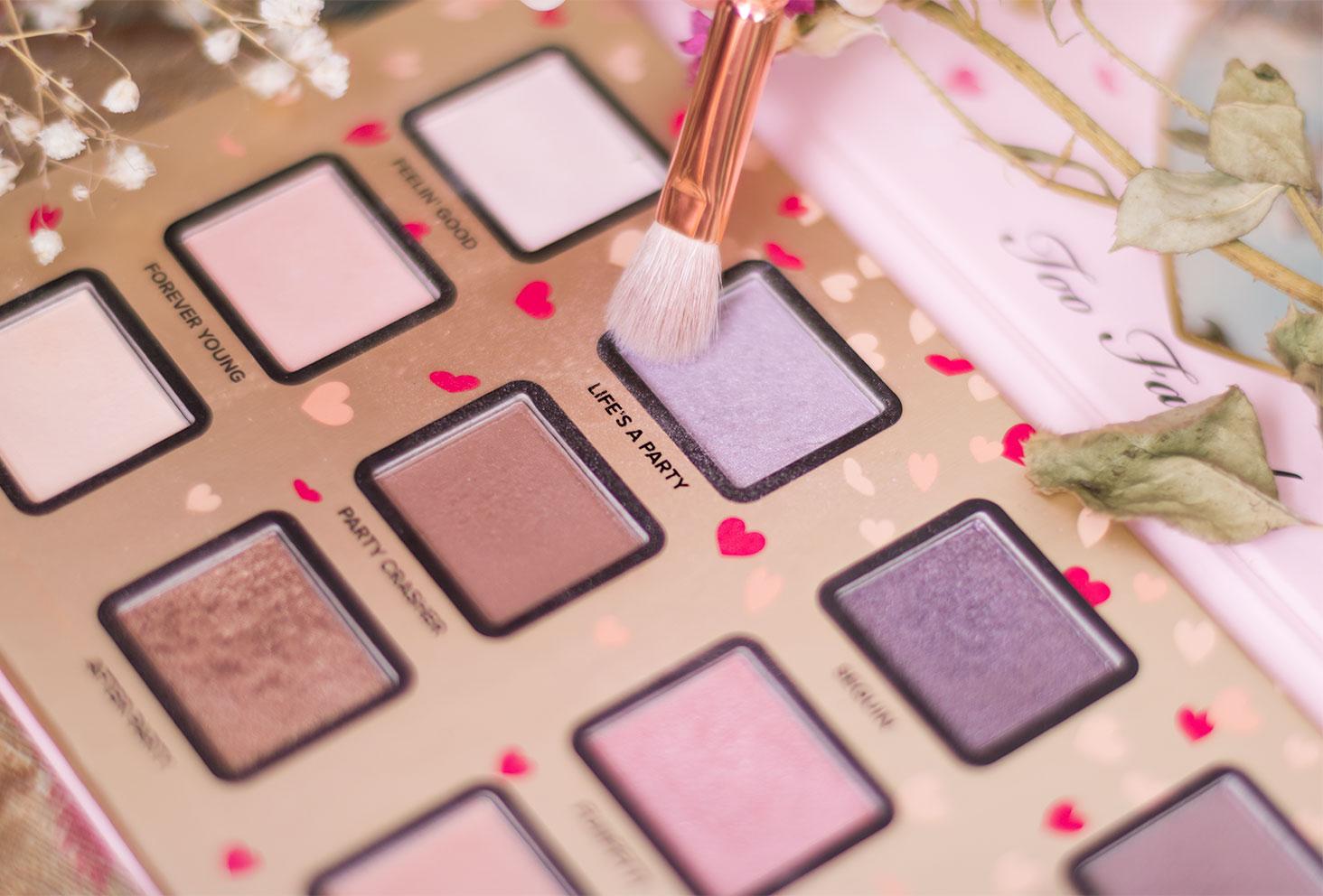 Zoom sur le fard 6, violet irisé, à utiliser pour le make-up avec la palette Funfetti de Too Faced