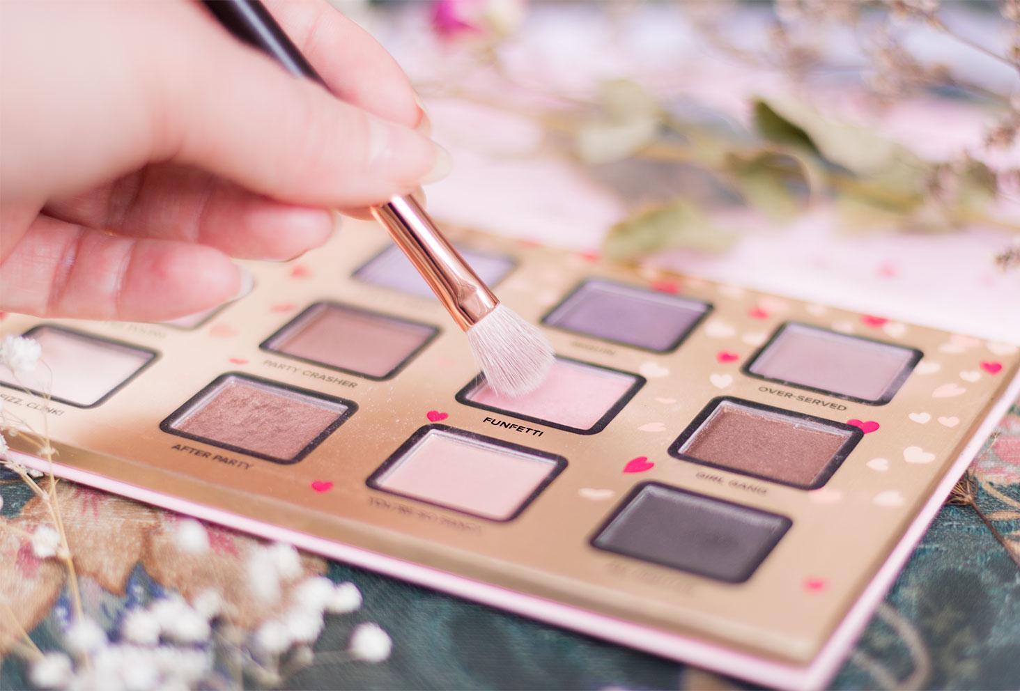 Zoom sur le fard 7 à utiliser pour le make-up avec la palette Funfetti de Too Faced