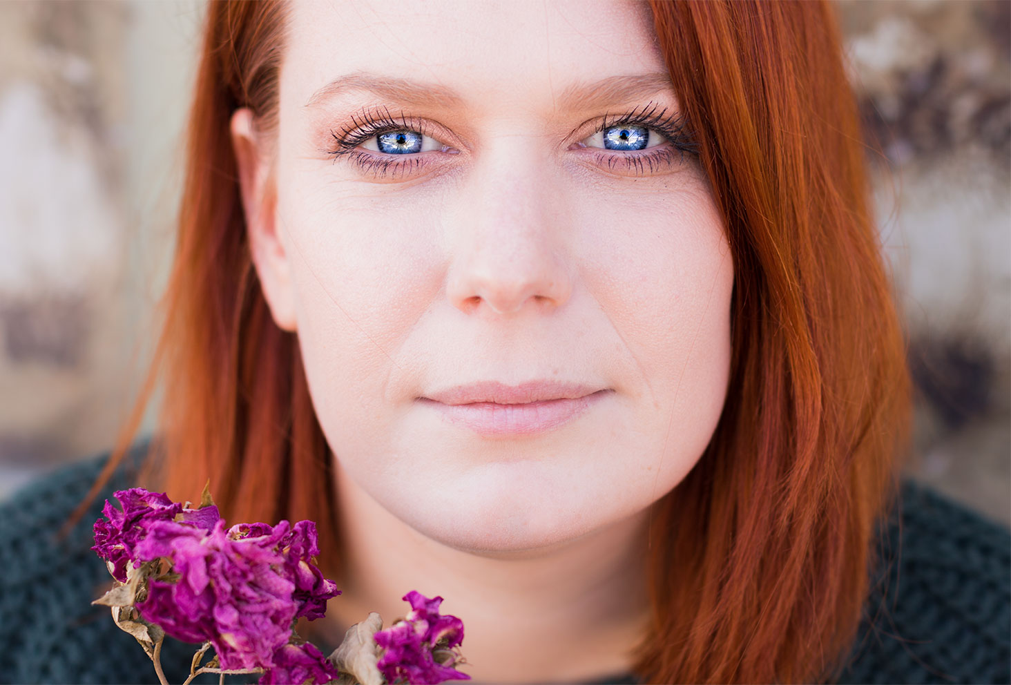 Résultat make-up réalisé avec la palette Soft Glam d'Anastasia Beverly Hills, yeux bleus et cheveux roux