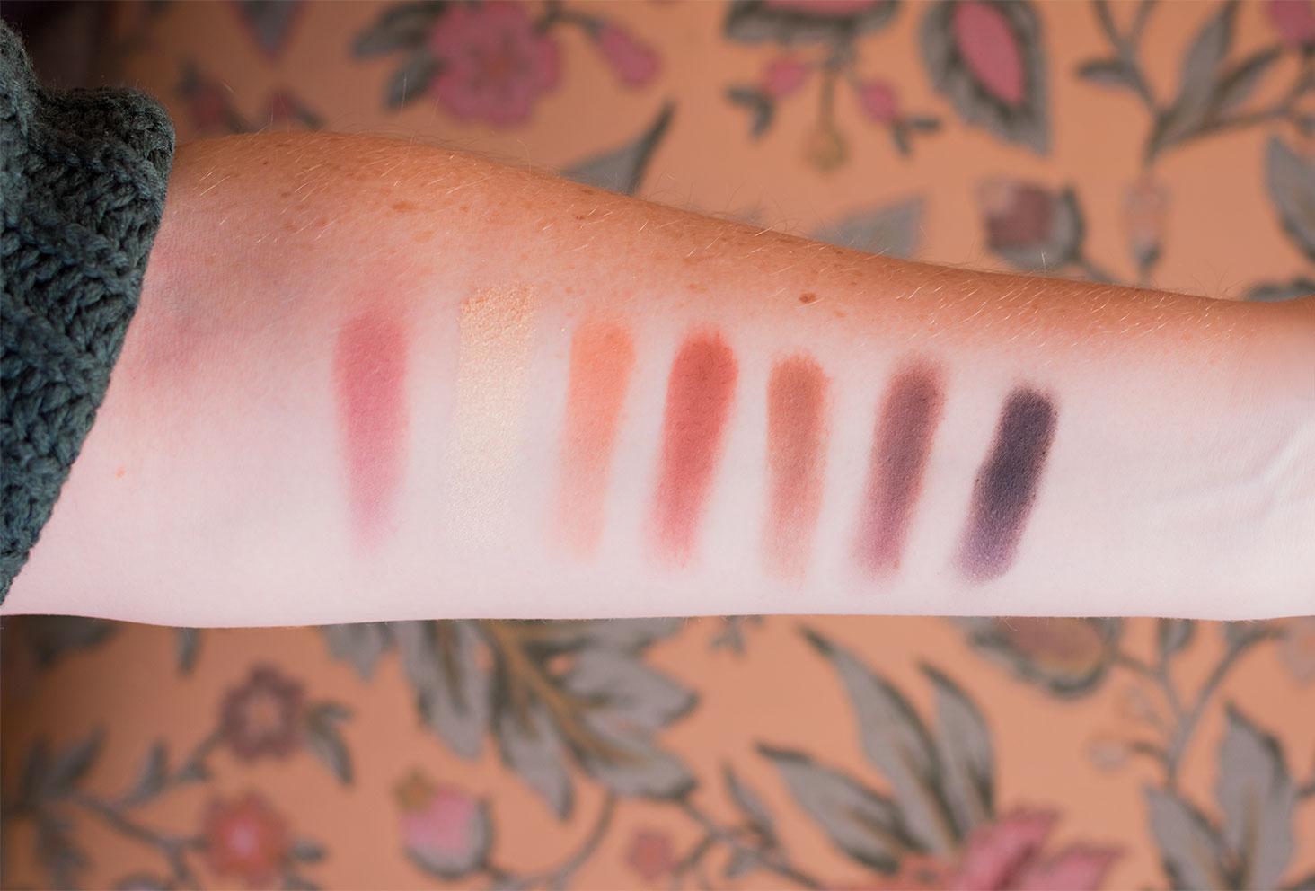 Swatch des fards de la ligne du bas de la palette Soft Glam d'Anastasia Beverly Hills