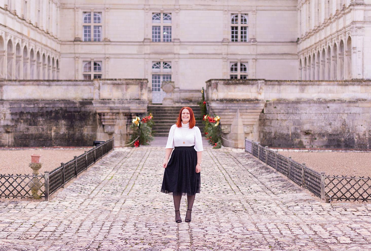 Look à petit prix pour les fêtes au milieu de la cour du château de Villandry décoré pour Noël
