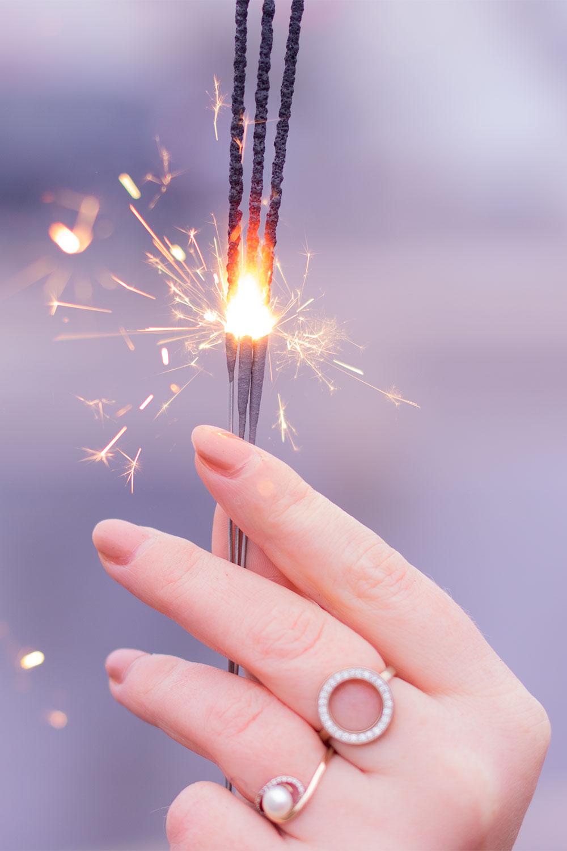 Zoom sur des cierges magiques allumés pour les 3 ans de blog et pour fêter la nouvelle année