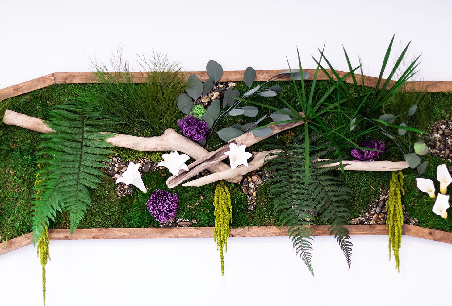 Mur végétal dans le salon de coiffure Artiste en Herbes à Tours