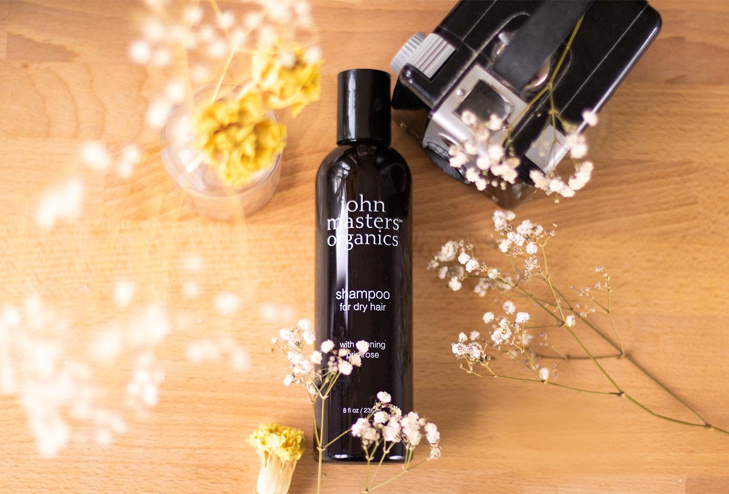 Le shampooing pour cheveux secs de John Masters Organics dans la routine spéciale confinement partie 1 qui concerne les cheveux