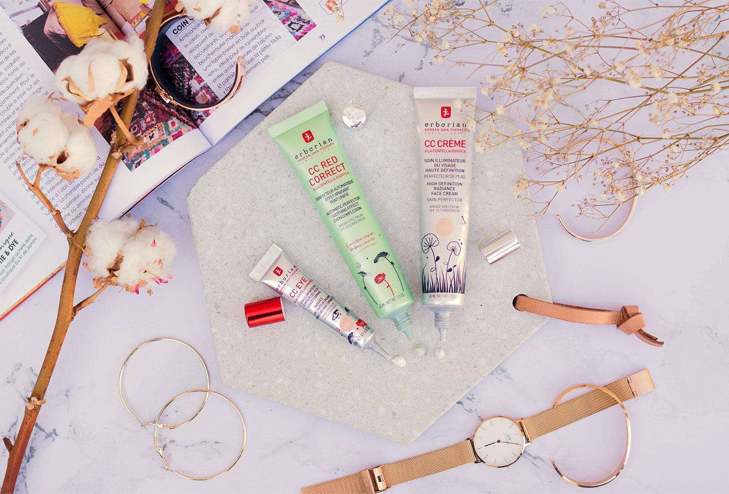 Les trois produits pour le teint Erborian et leurs textures, pris de haut, à côté d'un magazine ouvert au milieu de fleurs séchées