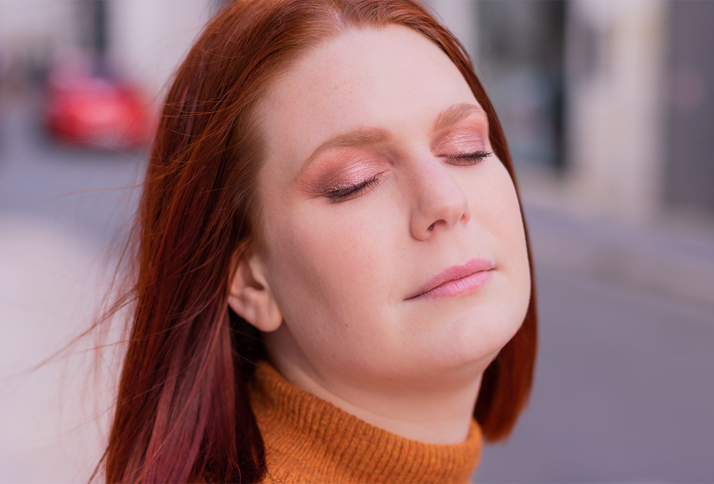 Zoom les yeux fermés sur un make-up réalisé avec la palette Moroccan Spice de Fenty Beauty by Rihanna